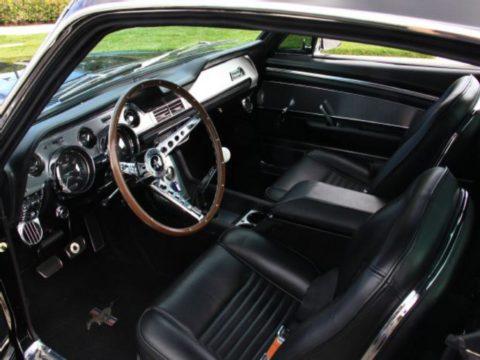 Перетяжка торпеды Ford Mustang Fastback 1967 г.