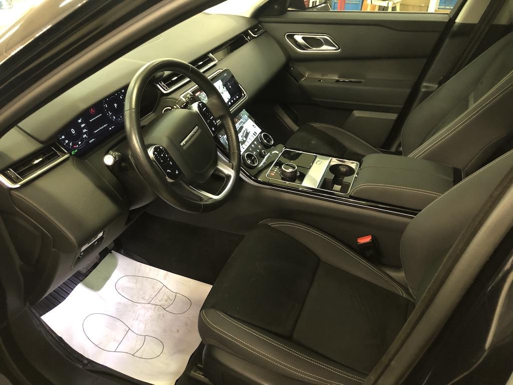 Range Rover Velar — ремонт прожога на сидении